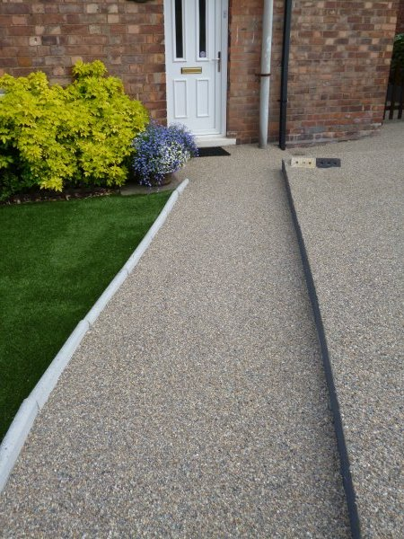 Resurfacing driveways paths and patios in mansfield for Cleaning concrete paths